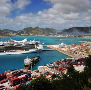 Cruise ships in Port St. Maarten with Dump Smoke over Philipsburg - 20180207 MP