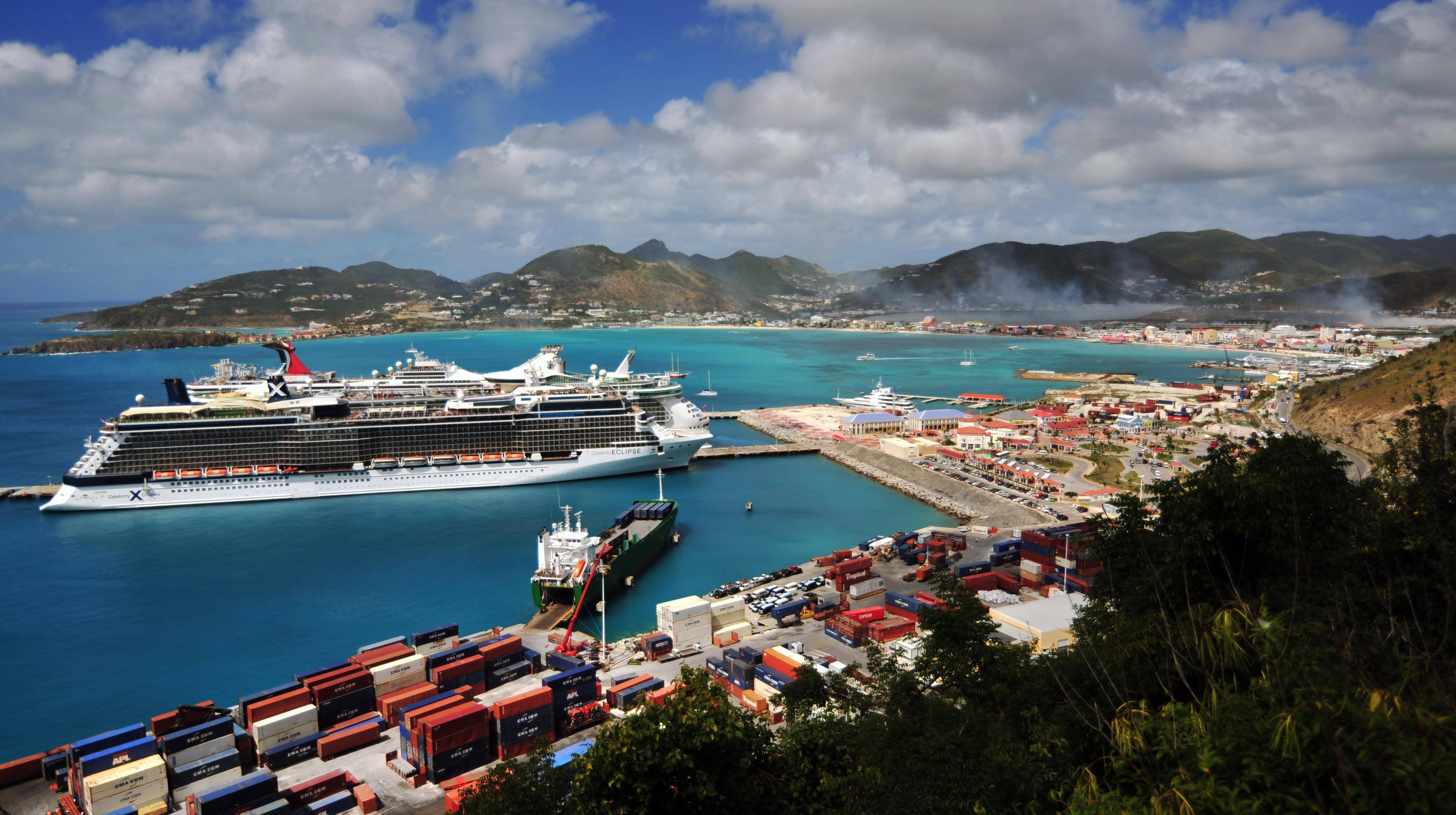 Cruise ships in Port St. Maarten with Dump Smoke over Philipsburg - 20180207 MP
