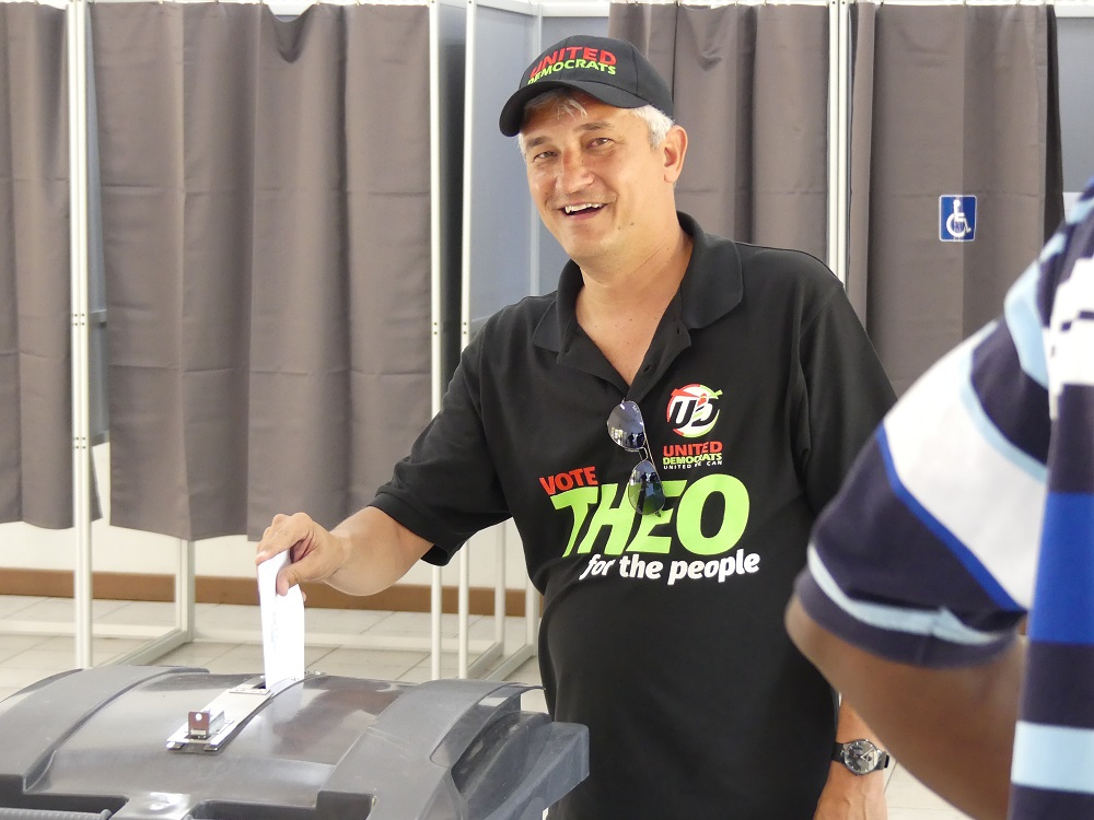 Theo Heyliger casting his vote - 20180226 HH