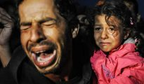 Refugee-and-daughter-crying-298107
