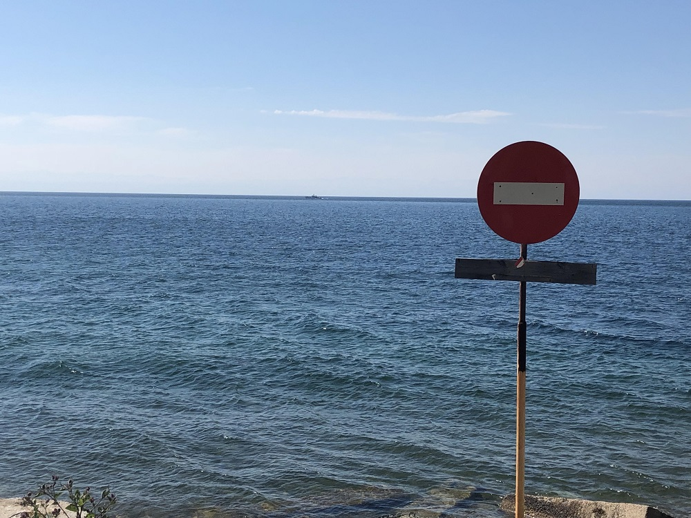 Funniest road sign in Russia - don't drive into Baikal Lake - 20180818 HH