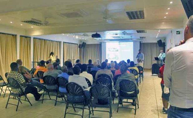 Saba townhall meeting about airport runway renovation - 20180118