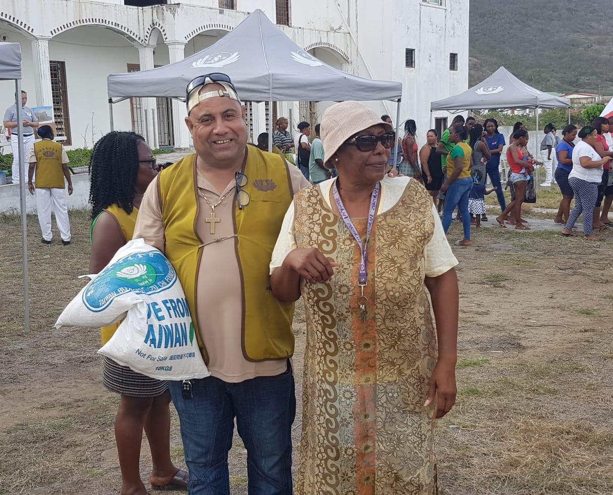 Tzu Chi donates 500 bags of rice (4)