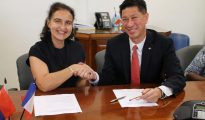 Minister Emil Lee signing cooperation agreement