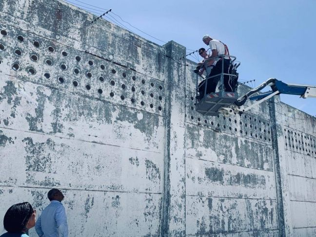 Point Blanche Prison Wall Security Installation - 25 March 2019