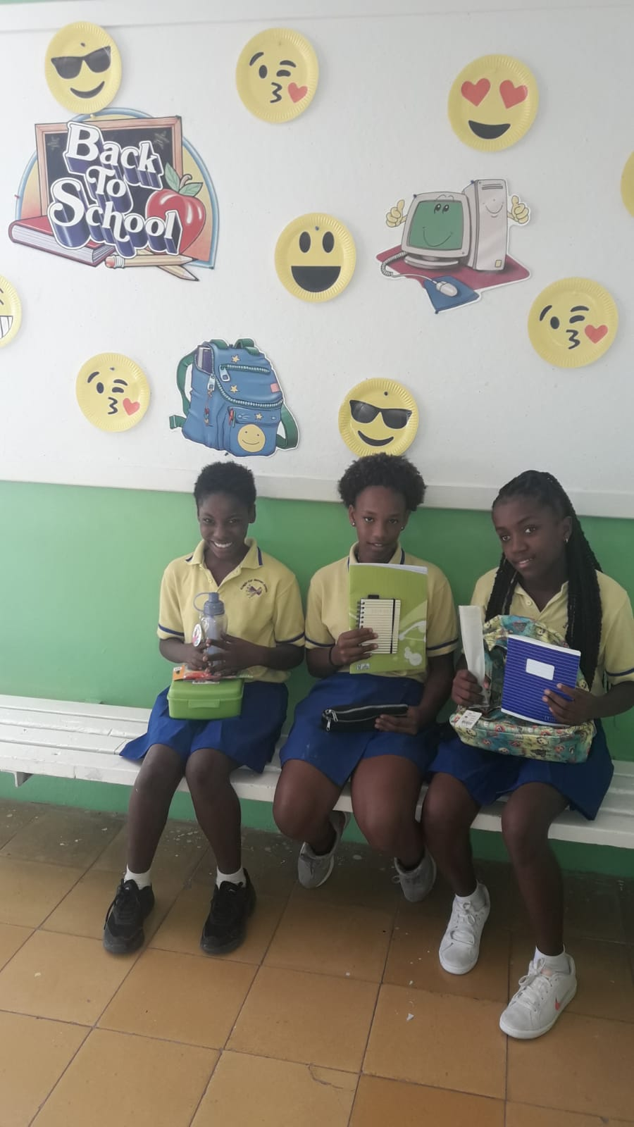 School children in Curacao - School supplies 2019