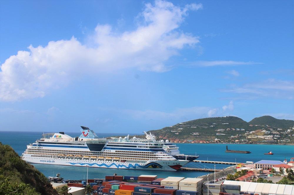 TUI Aidaluna cruise ship in port - 20191211 JH