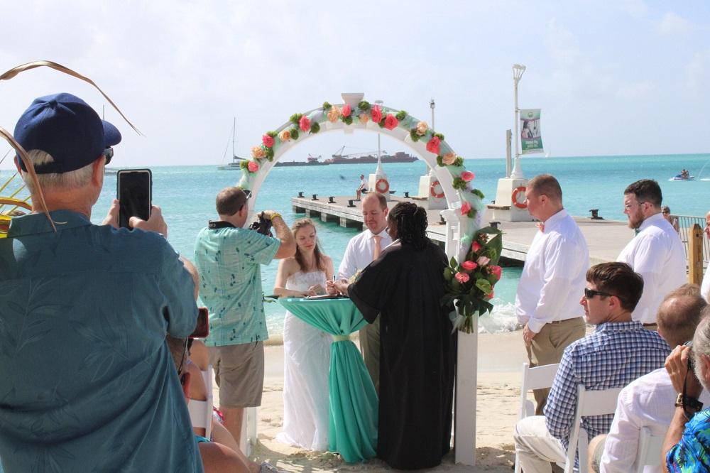 Laid back wedding on Great Bay beach - 2020011602