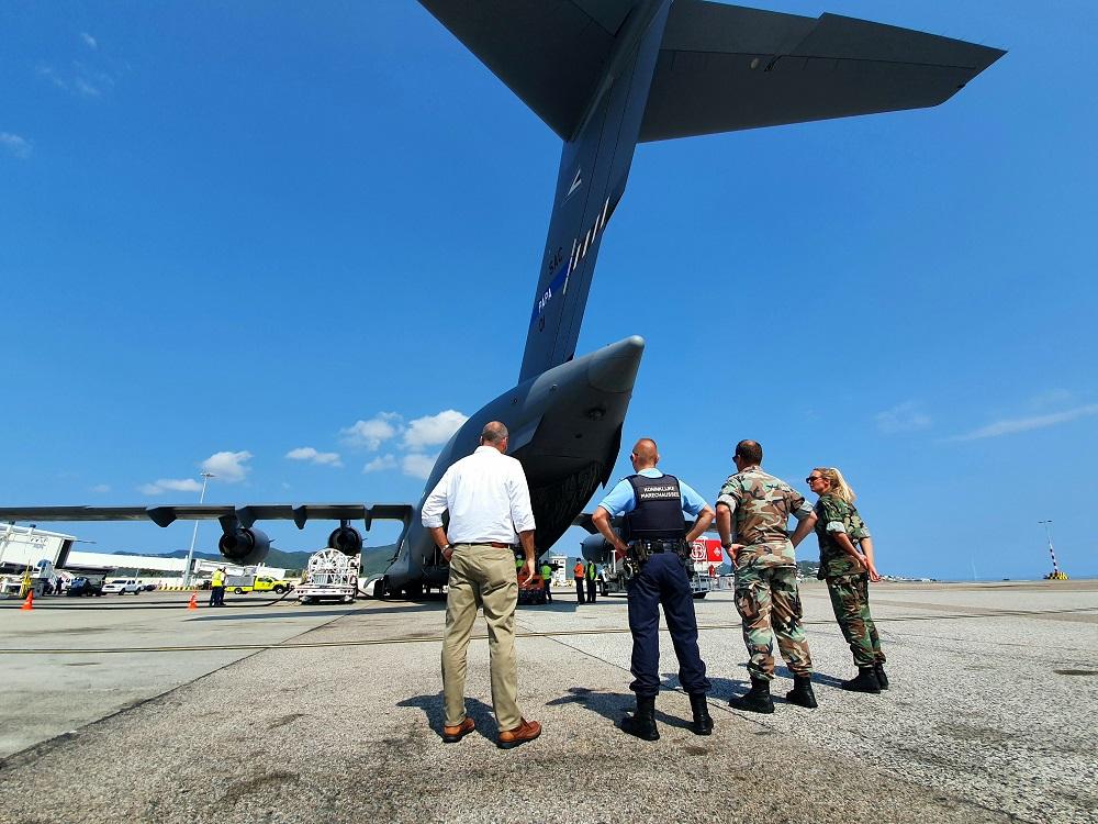 Air Transport Plane Dutch Medical Equipement Supplies - 2020040502 LB