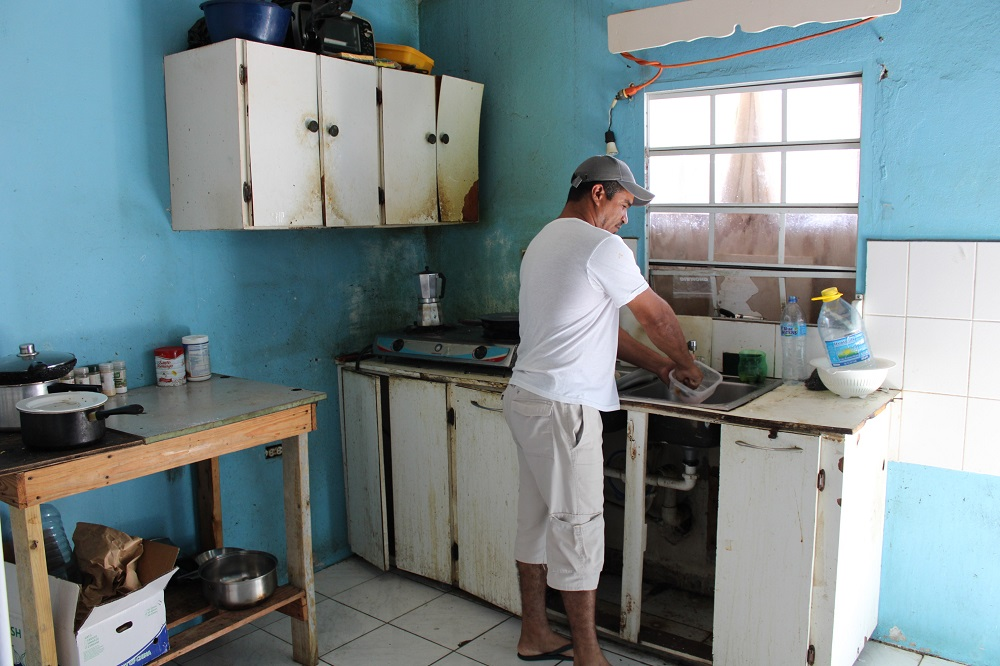 Group of Venezuelan Men Stranded in St. Maarten - 2020042302 JH