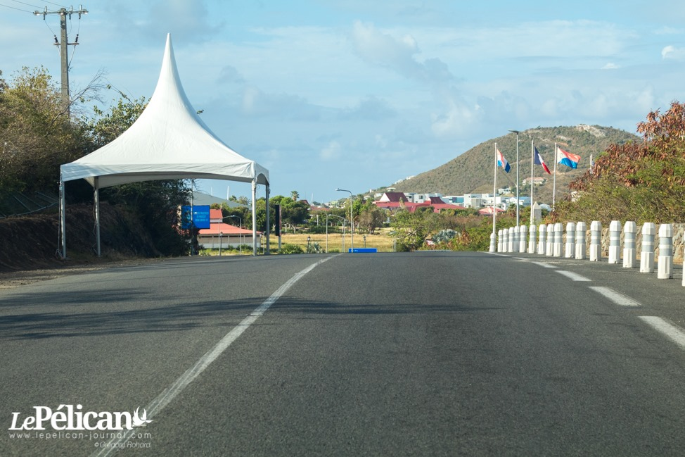 Border checkpoint at Bellevue - Photo le Pelican