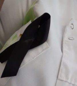 SMMC sfaff member wearing black ribbon